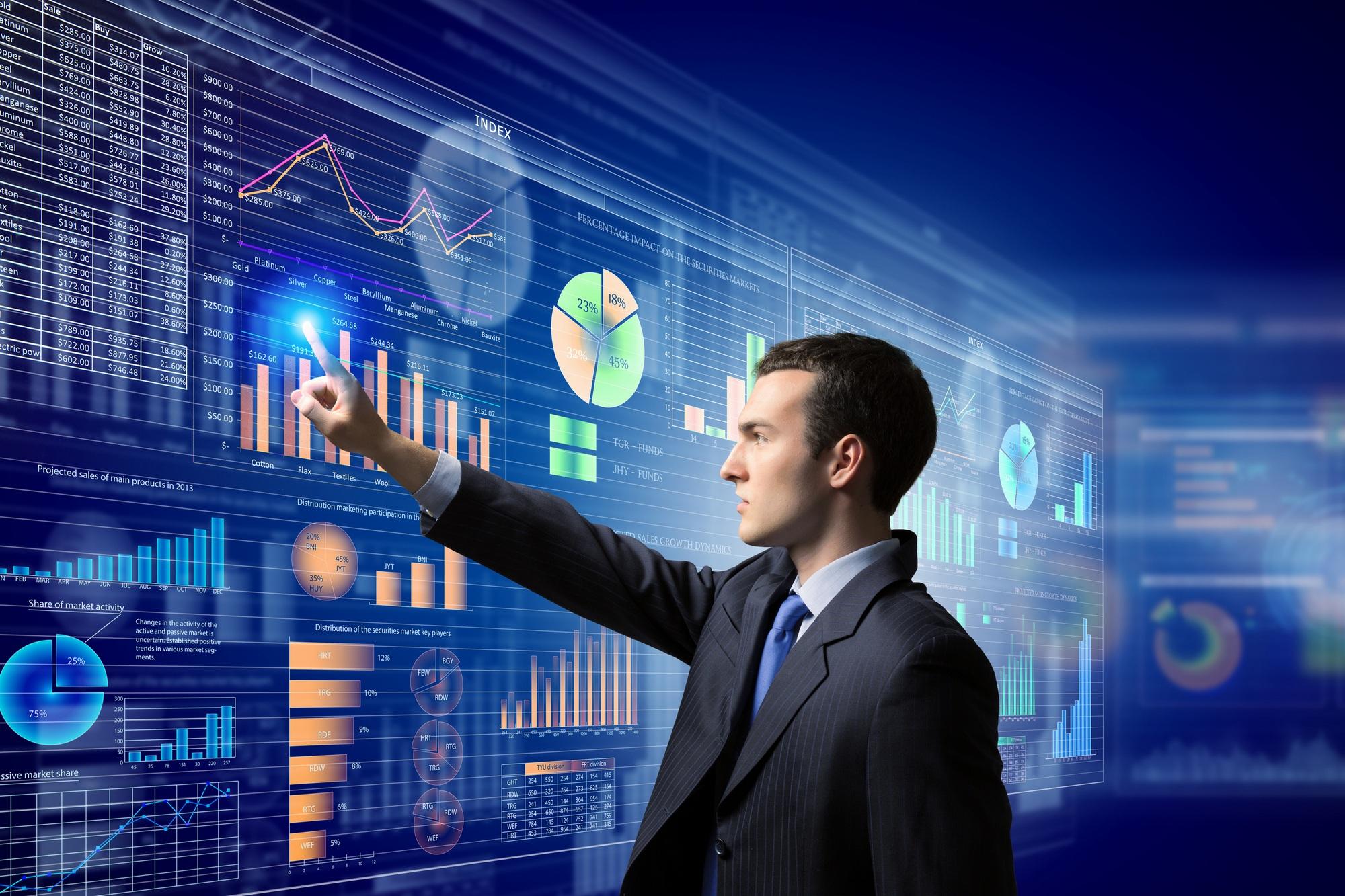 Какие обязанности выполняет аналитик данных?
